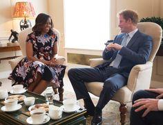 Príncipe Harry recebe Michelle Obama para chá no Palácio de Kensington #Fotos, #Guerra, #Mundo http://popzone.tv/principe-harry-recebe-michelle-obama-para-cha-no-palacio-de-kensington/