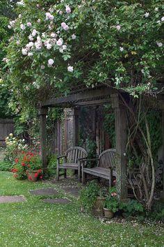 120 stunning romantic backyard garden ideas on a budge (29)  #BackyardGarden