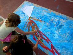 Μια πρώτη προσπάθεια παρουσίασης του παραμυθιού με «Ζωγραφική Δράσης»!!! Τα παιδιά του 3ου Δημοτικού Σχολείου Ωραιοκάστρου ξεφυλλίζουν το «Χαρτί τσαλακωμένο» ζωγραφίζοντας στην αυλή του σχολείου το…