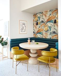 domino (@dominomag) • Instagram photos and videos Tiny Dining Rooms, Beautiful Dining Rooms, Dining Room Design, Beautiful Kitchens, Dining Area, Dining Chairs, Dining Room Inspiration, Interior Inspiration, Design Inspiration
