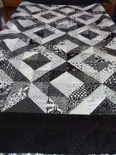 Take a look at this refreshing photo - what an innovative design and development Triangle Quilt Pattern, Patchwork Quilt Patterns, Beginner Quilt Patterns, Half Square Triangle Quilts, Monochromatic Quilt, Neutral Quilt, Grey Quilt, Flag Quilt, Patch Quilt