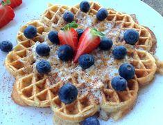 Sunne vafler i nye variasjoner! - LINDASTUHAUG Snack Recipes, Healthy Recipes, Snacks, Healthy Food, Nye, Waffles, Breakfast, Blogging, Snack Mix Recipes