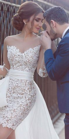 his charming wedding dress is made of tulle and organza. The lining is made of satin. dresses winter indian Hi-lo Wedding Dresses Hi Lo Wedding Dress, Stunning Wedding Dresses, Dream Wedding Dresses, Bridal Dresses, Wedding Gowns, Dresses Dresses, Cocktail Wedding Dress, Lace Wedding, Satin Dresses
