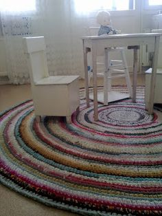 Crochet rug from old t-shirts. Tutorial in english and in finnish. Old T Shirts, Kids Rugs, Blanket, Contemporary, Pillows, Sewing, Knitting, Crochet, Rag Rugs