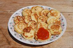 Nem mindenki ismeri ezt a finomságot, pedig garantáltan finom Hozzávalók 30 deka liszt, 3 tojás, 2 deka élesztő, 2 evőkanálnyi porcukor, só, tej, vaníliás cukor, csipkeíz, Elkészítése 30 deka lisztet 3 tojás sárgáját 2 deka —farsangi fánknál leírt módon—kevés tejben … Egy kattintás ide a folytatáshoz.... → Hungarian Recipes, French Toast, Pancakes, Muffin, Food And Drink, Sweets, Snacks, Breakfast, Tej