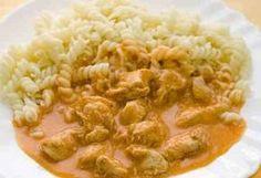 Chicken stew with gnocchi http://veu.sk/index.php/chutne-recepty/789-kuraci-paprikas-s-haluskami.html #chicken #stew #with #gnocchi