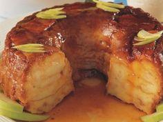 Budín de pan con manzanas | Manuel Aladro Caramelo para flaneras Leche 1 l Miga de pan 300 g Huevos 6 Azúcar 300 g Ralladura de naramnja 1 cda Esencia de vainilla 1 cdita Manzanas verdes 3