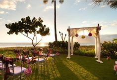 The Sheraton Maui Resort & Spa awaits you to turn your wedding into an unforgettable ceremony.