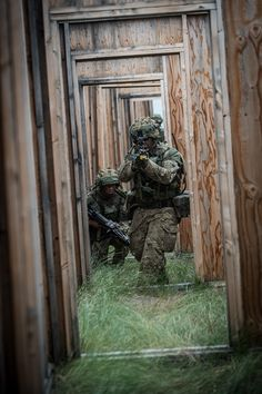 Soldiers of 1st Battalion Scots Guards (1 SG) and the 1st Battalion The Royal Welsh (1 R WELSH), part of the King's Royal Hussars (KRH) Battlegroup, during Exercise Prairie Storm at BATUS. Photographer Sgt Mark Webster; Crown copyright.