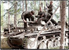 A Panzer II crew removing the small calibre barrel for cleaning purposes.  This is the Panzer-Abteilung z.b.V.40 unit in Raatevaara, Finland. 27th June 1941.