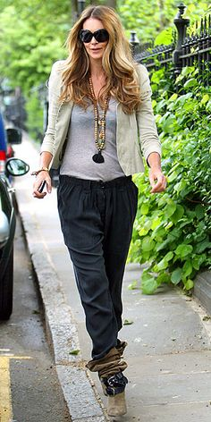 Now we have another reason to envy Elle Macpherson. Her sense of style is amazing. Elle may actually be my favorite supermodel plus she ac. Elle Macpherson, Cool Girl Style, My Style, Hippie Style Clothing, Club Fashion, Top Celebrities, New Wardrobe, Distressed Denim, Street Style Women