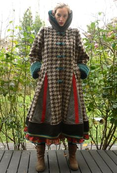 cinq six mooches, upcycle 3/4 length coat. I don't like the fabrics so much but it gives me ideas