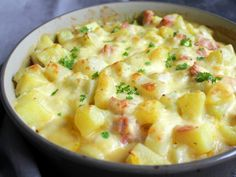 Hallo Ihr Lieben ❤️ Unser Kartoffel – Kohlrabi – Auflauf ist ein richtig… Hello dear ones ❤️ Our potato kohlrabi casserole is a real family recipe and easy to prepare. Here mellow kohlrabi meets potatoes, bathes in a supe … Healthy Drinks, Healthy Dinner Recipes, Vegetarian Recipes, Pampered Chef, Chefs, Kohlrabi Recipes, Benefits Of Potatoes, Different Vegetables, Slow Food