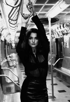 Ravageuses take the subway. | Rachel Weisz