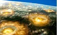 Fenómenos naturales y profecías mayas  En el solsticio de diciembre de 2012, acaba un ciclo de 5125 años, según el calendario maya; mientras eso sucede, predijeron diversos acontecimientos que afectarían a la humanidad.