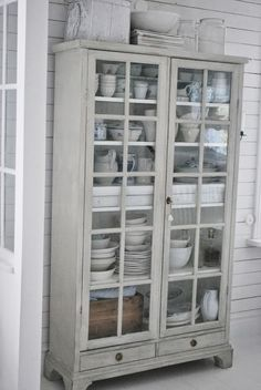 Julias Vita Drömmar Cupboard ~ love it ~ Home Decor Furniture, Painted Furniture, Buffets, Armoire, Cute Home Decor, French Country Style, Home And Living, Home Kitchens, Decoration