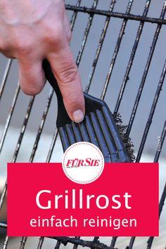 Grillen gehört im Sommer einfach dazu. Nach jedem Grillvergnügen wartet jedoch immer das lästige Putzen des Grillrosts auf uns. Mit diesen 5 effektiven Tricks wird Ihr Grillrost im Nu wieder sauber. #fuersiemagazin #grillen #grillrost #putztricks #putztipps #haushaltstipps Tricks, Life Hacks, Terrace, Simple, Crickets, Balcony, Decorating, Lawn And Garden, Lifehacks