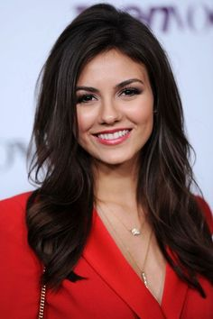 Victoria Justice in beautiful red blazer with gold necklaces love it! #beautyfashion