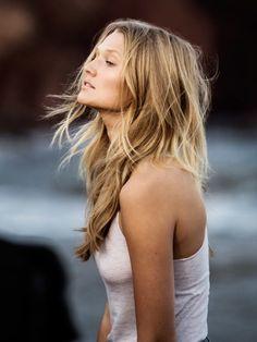 Schwerelose & seidige Haare? Dieses Star-Produkt Aura Botanica von Kerastase kann's!