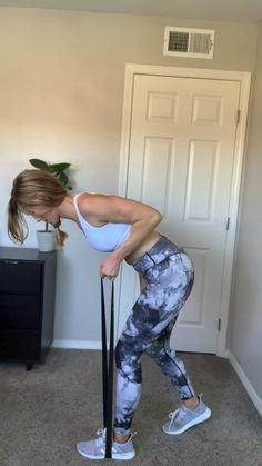All you need is a resistance band for this arm workout! Easy workout to do from home or while travelling💪 Resistance Band Arms, Resistance Workout, Resistance Band Arm Exercises, At Home Workout Plan, At Home Workouts, Weekly Gym Workouts, Body Workout At Home, Fitness Workout For Women, Fitness Goals