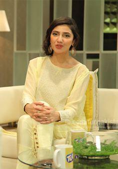 mahira khan Image Pakistani Party Wear, Pakistani Dresses Casual, Eid Dresses, Mahira Khan Images, Muslim Fashion, Indian Fashion, Pakistani Actress Mahira Khan, Maira Khan, Eastern Dresses