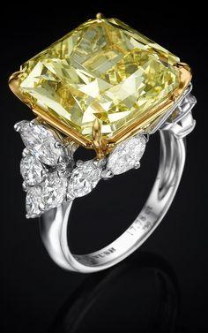 @yanushgioielli#fancyintenseyellow #diamonds #yanushgioielli