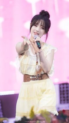 Lovelyz - Kei Kpop Girl Groups, Korean Girl Groups, Kpop Girls, Lovelyz Kei, Woollim Entertainment, China, Stage Outfits, Female Singers, Debut Album