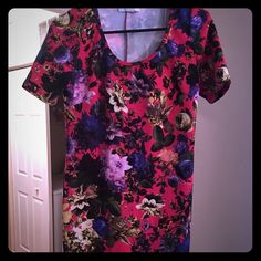 Floral Body-con Dress  NWOT!! This floral body-con style dress is perfect with tights or leggings and the design adds a pop of color  Forever 21 Dresses Mini