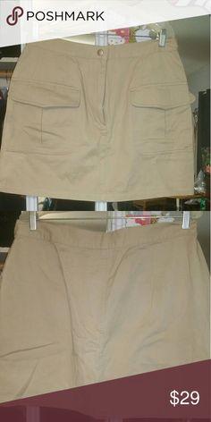 Nwot- short skirt Back pockets, very cute Skirts Mini