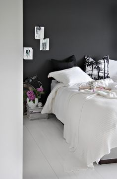 perfect black wall in the bedroom - Stylizimo