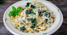 En mild, kremet og superenkel familiemiddag! Denne oppskriften på pastasaus kan brukes sammen med kylling og laks også.