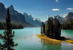 Ilha dos Espíritos (no lago Magligne), Canadá – é uma ilha fluvial minúscula, isolada no meio do lago no Parque Nacional de Jasper. Lendas de fantasmas rondam o lugar, que no inverno é coberto por uma bruma constante
