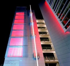 GKDMETALFABRICS | Discovery Communications Futura façade LED sunshade panels