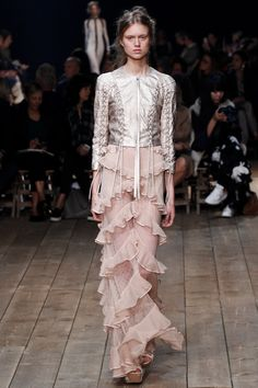 Alexander McQueen Spring 2016 Ready-to-Wear Fashion Show - Kirin Dejonckheere