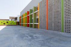 Heideveld primary school_meyer and associates Architecture Model Making, Concept Architecture, School Architecture, Interior Architecture, School Building Design, School Design, Presentation Layout, Apartment Balconies, Primary School