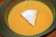 Gebakken camembert met preiselbeeren - Keuken♥Liefde Thai Red Curry, Cheese, Ethnic Recipes, Food, Essen, Meals, Yemek, Eten