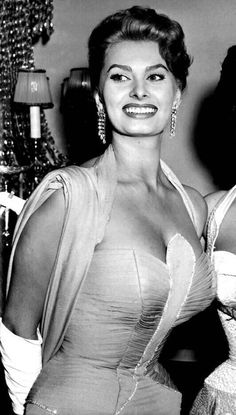Old Hollywood Glamour, Golden Age Of Hollywood, Hollywood Stars, Classic Hollywood, Divas, Sophia Loren Images, Photo Star, Cinema Tv, Italian Actress