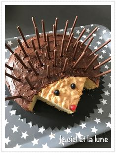 Hedgehog cake - that doesn& stand out! - Hedgehog cake – that doesn& stand out! Cupcakes, Cupcake Cakes, Hedgehog Cake, Hedgehog Birthday, Cake Recipes, Dessert Recipes, Food Humor, Celebration Cakes, Creative Food