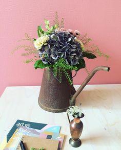 Vi älskar den här färgkombon, håller ni inte med? #studiogro #styling #blommor #alcro