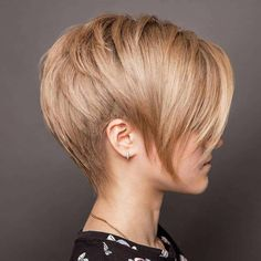 Style Pixie Haircuts According To Your Mood - Pixie haircuts have many styling variants nowadays. Short haircuts are no longer a pure male domain. Women rock the raspy trend hairstyles at least as. Short Hairstyles For Thick Hair, Short Brown Hair, Short Pixie Haircuts, Short Hair Cuts For Women, Hairstyles Haircuts, Curly Hair Styles, Gorgeous Hairstyles, Party Hairstyles, Hairstyle Ideas