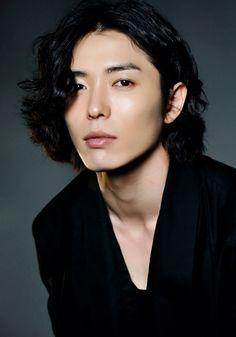Kim Jae Wook (김재욱)  Born: 2 April 1983 Height: 183 CM Agency: Esteem (Seoul)