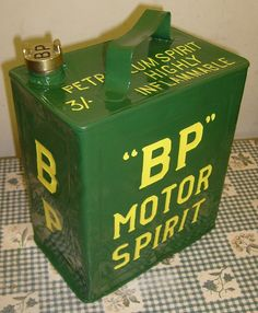 Bp Gas, John Deere Decor, Vintage Oil Cans, Oil Companies, Soda Machines, Automotive Logo, American Graffiti, Garage Art, Trucks