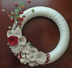 Make a Holiday Felt Flower Wreath {Christmas Tutorial   Felt ...