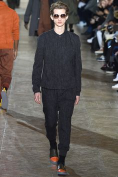 See the complete Issey Miyake Fall 2017 Menswear collection.