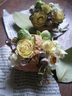 くるカラバスケットにドライフラワーを。 Dried flowers in walnut shell baskets. Walnut Shell Crafts, Nature Crafts, Fall Diy, Dried Flowers, Cabbage, Projects To Try, Odd Stuff, Diy Crafts, Vegetables