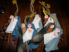 "Creative ""Try""als: Homemade Nativity Christmas Tree Decoration made with clothespins, paint, fabric scraps..."