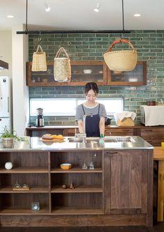 こだわりのステンレス天板キッチン(ビンテージ感溢れるスキップフロアの家) - キッチン事例|SUVACO(スバコ)