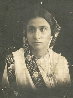 A Haunting Parsi Portrait this Sunday   saree image