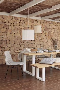 Rooftop Dining, Outdoor Dining, Dining Bench, Ibiza Style Interior, Interior Design, Cozy Living Rooms, Living Room Furniture, Pouf Cuir, Salons Cosy