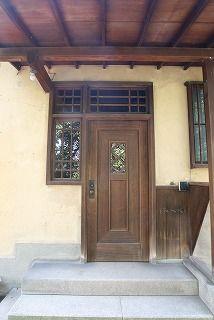 Chochikukyo 聴竹居 / 藤井 厚二 Garage Doors, Houses, Architecture, Outdoor Decor, Home Decor, Interior Design, Homes, Home Interiors, Decoration Home